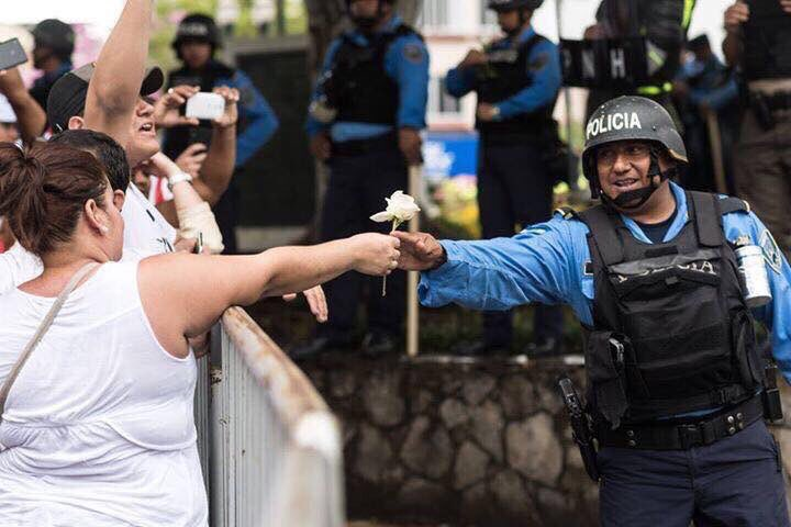 No vamos a reprimir al pueblo — Policía de Honduras