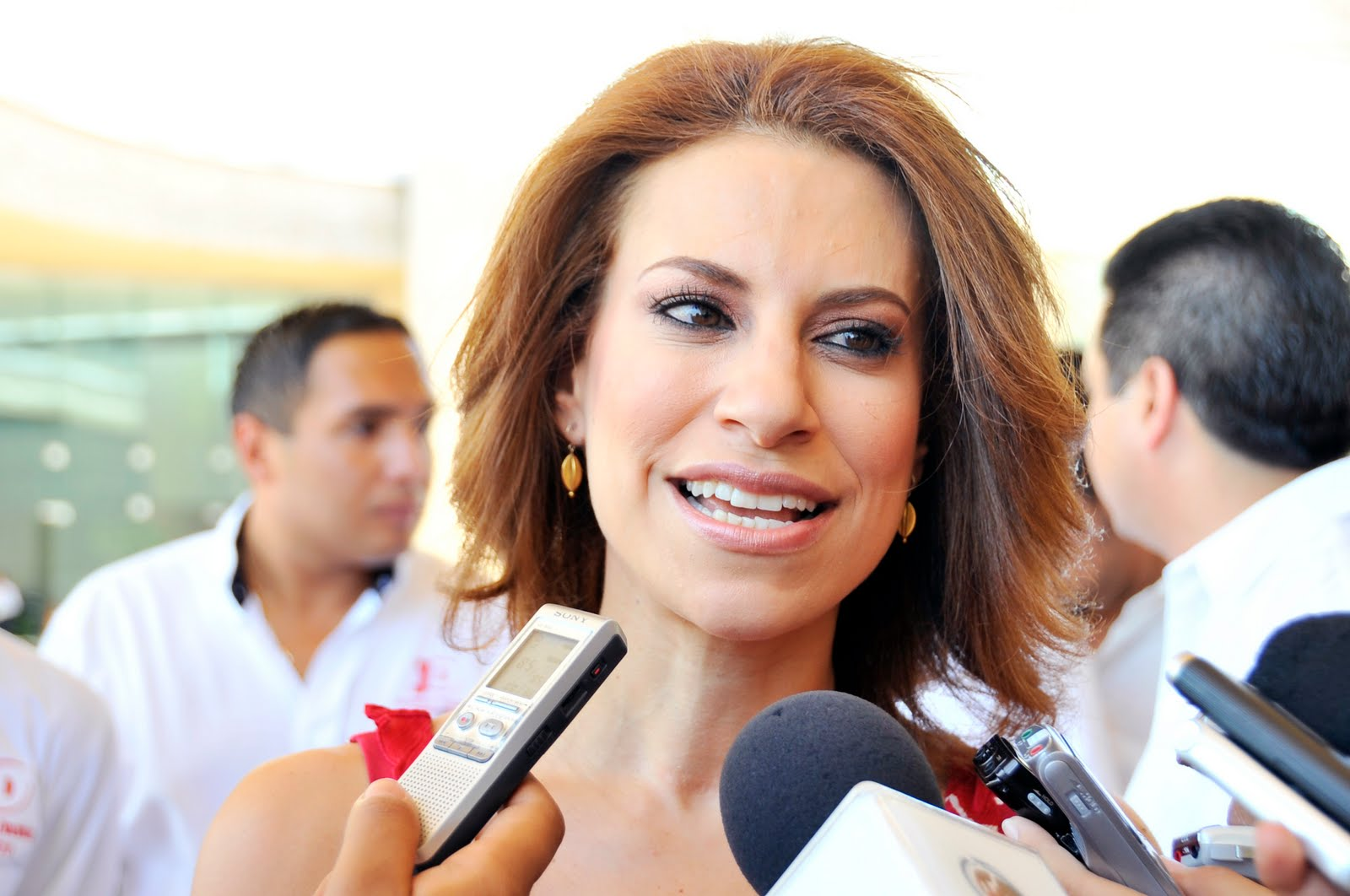 A través de carta, Karime Macías pide que le devuelvan su diario