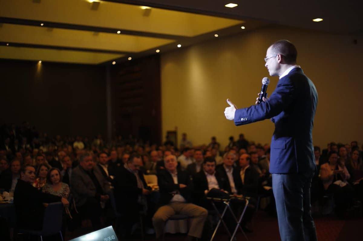 Ricardo Anaya presenta plan que implementara al primer día de su gobierno