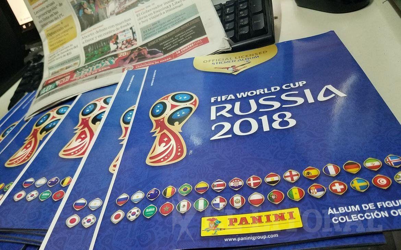 golpe-amantes-futbol-roban-estampas-album-mundial