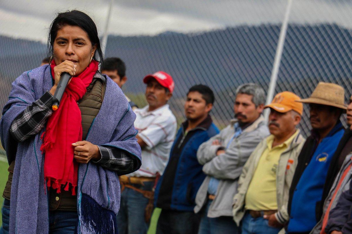 Eufrosina Cruz apoya a Meade