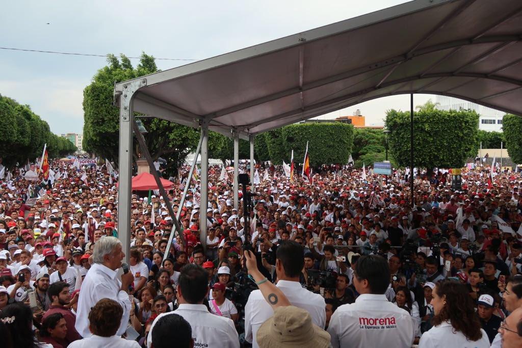 cómo AMLO se ha ganado el apoyo de las masas