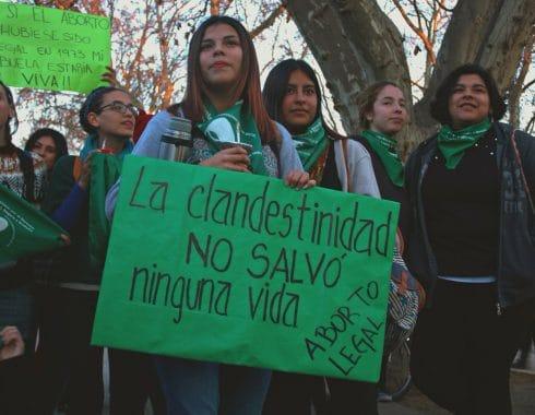 Senado rechaza ley de aborto legal en Argentina