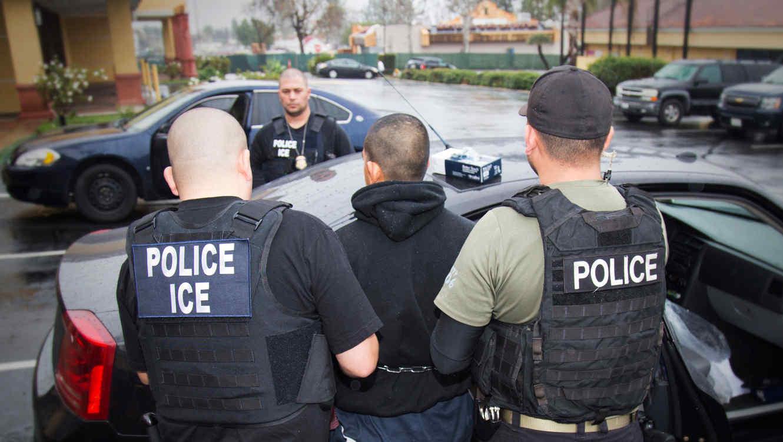 Migrantes Hondureños van camino al rechazo en los Estados Unidos.