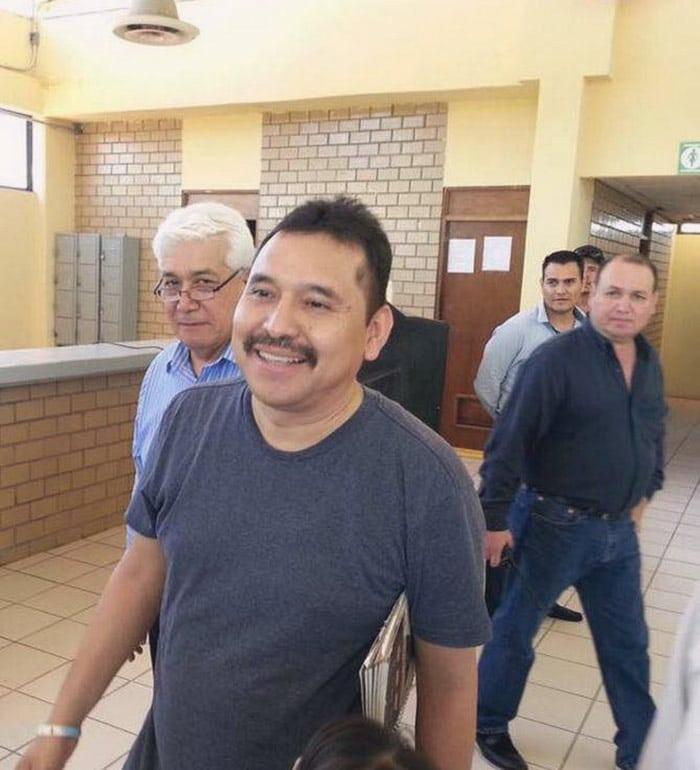 Mario Luna de la tribu yaqui al ser liberado.