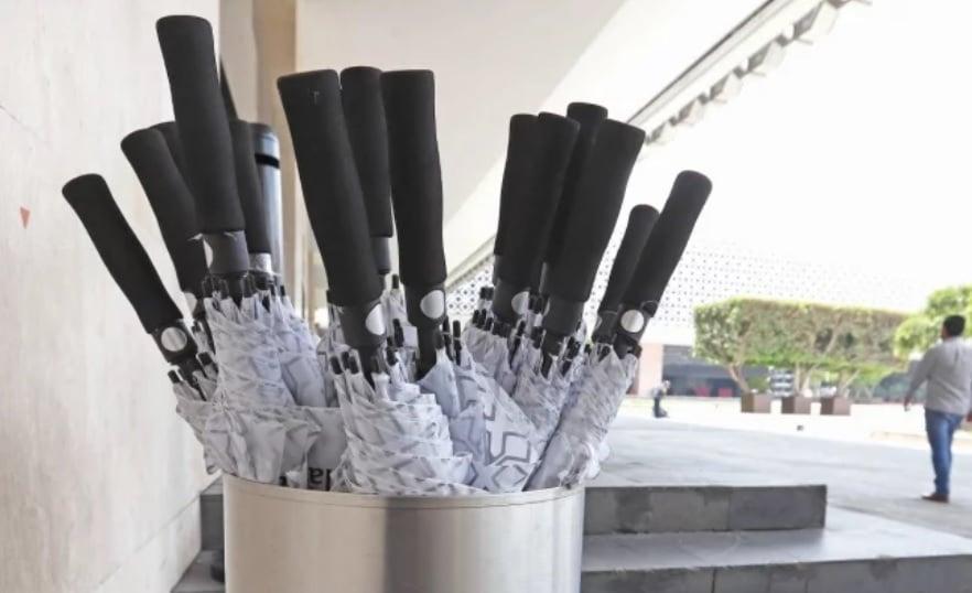 La Cámara de Diputados aprobó la compra de 300 paraguyas y 23 cilindros por casi 5 mil pesos cada uno; su uso es público.