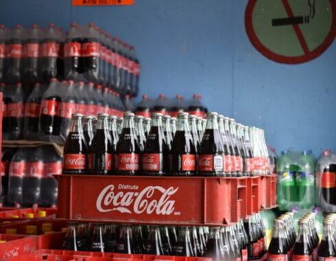 Morena busca aumentar precio a productos que dañen la salud mexicana